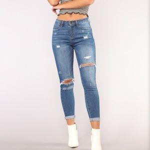 selling this new fashion nova jean